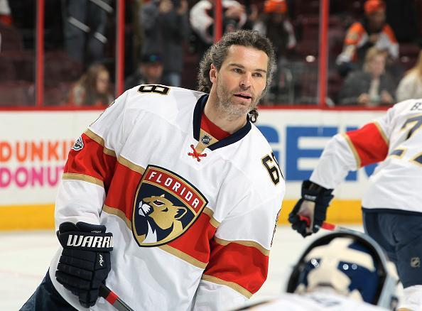 """PHILADELPHIA, PA – MARCH 02: <a class=""""link rapid-noclick-resp"""" href=""""/nhl/players/35/"""" data-ylk=""""slk:Jaromir Jagr"""">Jaromir Jagr</a> #68 of the Florida Panthers warms up prior to his game against the <a class=""""link rapid-noclick-resp"""" href=""""/nhl/teams/phi/"""" data-ylk=""""slk:Philadelphia Flyers"""">Philadelphia Flyers</a> on March 2, 2017 at the Wells Fargo Center in Philadelphia, Pennsylvania. (Photo by Len Redkoles/NHLI via Getty Images)"""