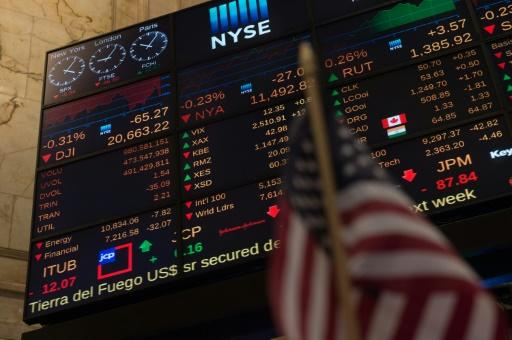 Stock markets diverge ahead of US data, Fed minutes