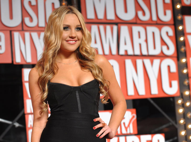 FILE - In this Sept. 13, 2009 file photo, Amanda Bynes arrives at the MTV Video Music Awards in New York. Prosecutors in Burbank, Calif. charged Bynes with two counts of knowingly driving on a suspended license on Friday, Sept. 21, 2012. (AP Photo/Peter Kramer, file)