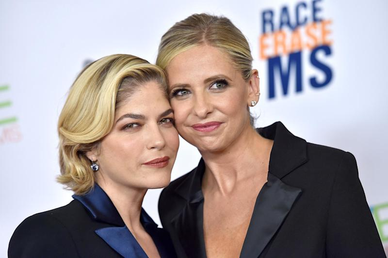 Sarah Michelle Gellar sends Cruel Intentions costar Selma Blair a steamy throwback birthday kiss
