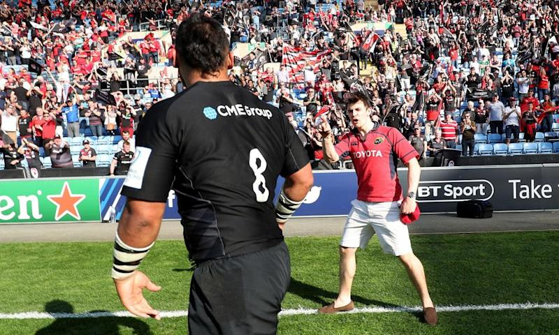 A spectator confronts Billy Vunipola after the game. Munster's media officer has argued the man was not clearly a fan of the Irish side.