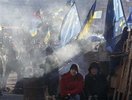 Pro-European integration protesters rest near barricades during a rally in Independence square in Kiev December 22, 2013. REUTERS/Gleb Garanich