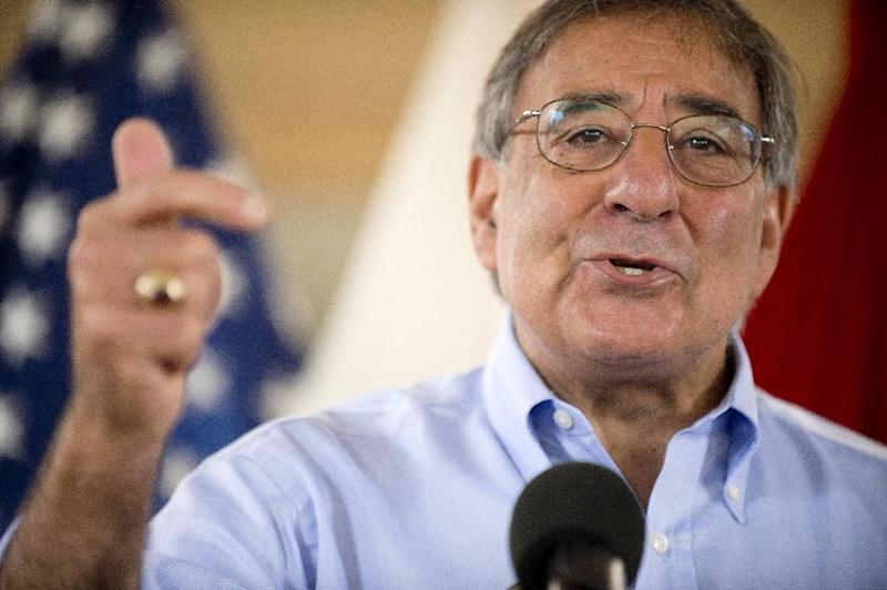Defense Secretary Leon Panetta speaks with troops at US Pacific Command in Honolulu, Thursday, May 31, 2012. (AP Photo/Jim Watson, Pool)