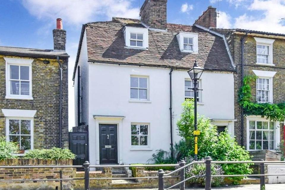 £300,000: this three-bedroom Grade II-listed cottage in Maidstone, Kent  (Rightmove)