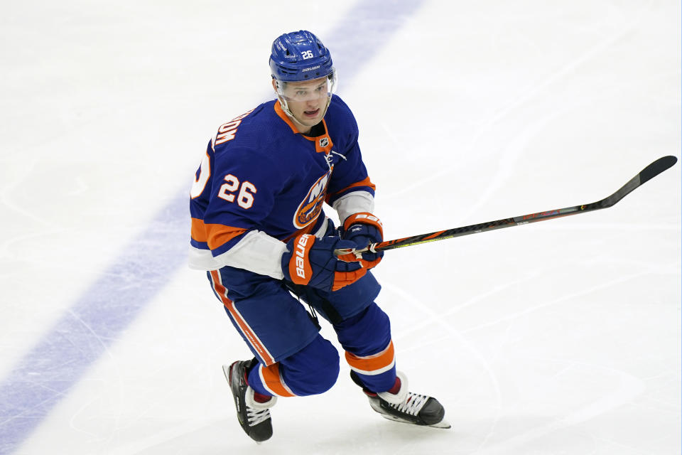 New York Islanders right wing Oliver Wahlstrom (26)