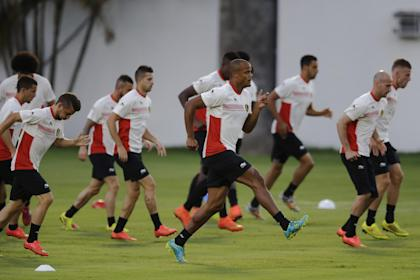 Belgium's captain Vincent Kompany, center, who is recovering from an injury, takes part in a training session at Estadio Manoel Barradas the day before the World Cup round of 16 soccer match between Belgium and USA at Arena Fonte Nova in Salvador, Brazil, Monday, June 30, 2014. (AP Photo/Matt Dunham)
