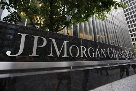 FILE PHOTO: A view of the exterior of the JP Morgan Chase & Co. corporate headquarters in New York City May 20, 2015.  REUTERS/Mike Segar/Files