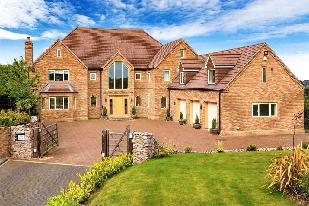 """<p>Sieru House is a beautiful contemporary family home that has character in abundance. Up for sale for £995,000, it has five en-suite bedrooms as well as a private cinema room. There's also a magnificent central staircase, elegant bay windows and a Jacuzzi bath.</p><p><a class=""""body-btn-link"""" href=""""https://www.rightmove.co.uk/property-for-sale/property-82069748.html"""" target=""""_blank"""">TOUR NOW</a></p>"""