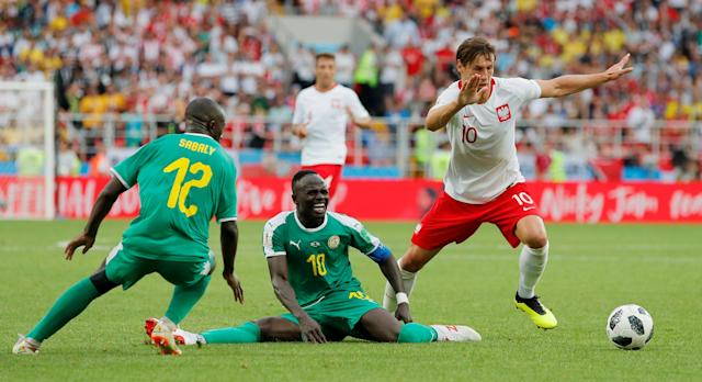 Soccer Football - World Cup - Group H - Poland vs Senegal - Spartak Stadium, Moscow, Russia - June 19, 2018 Poland's Grzegorz Krychowiak in action with Senegal's Sadio Mane and Youssouf Sabaly REUTERS/Maxim Shemetov TPX IMAGES OF THE DAY