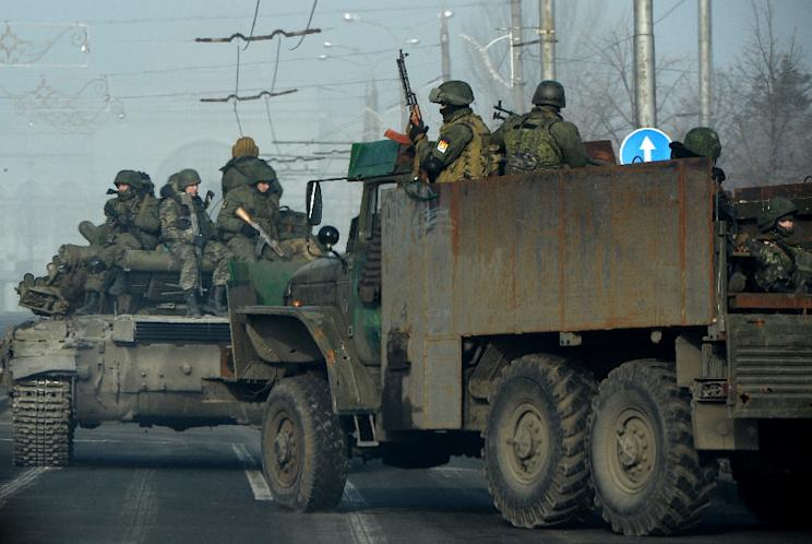 Pro-Russian separatists drive military vehicles along a street in the eastern Ukrainian city of Donetsk on February 15, 2015 (AFP Photo/Vasily Maximov)