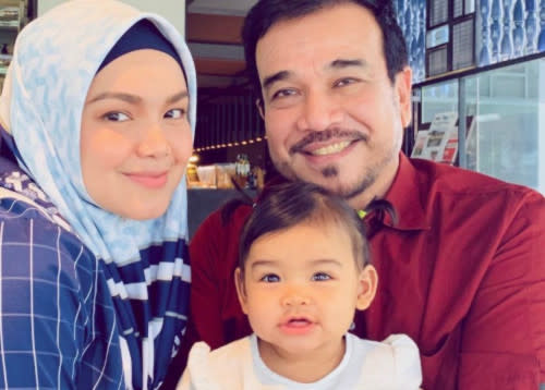 Siti Nurhaliza seen here with husband Datuk K and daughter Siti Aafiyah. (Photo source: mStar)