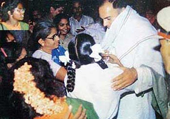 Rajiv Gandhi amidst his crowd of admirers, as Dhanu (top-left box), approaches him