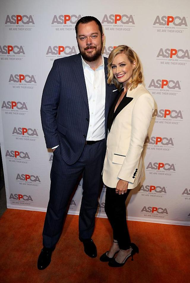 Michael Gladis and Beth Behrs. (Photo: Getty Images)