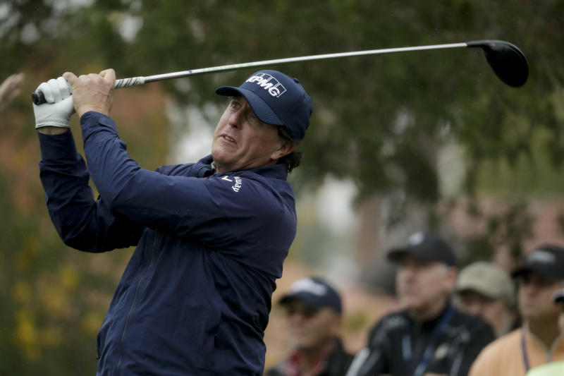 Phil Mickelson leads Desert Classic by two strokes after 68