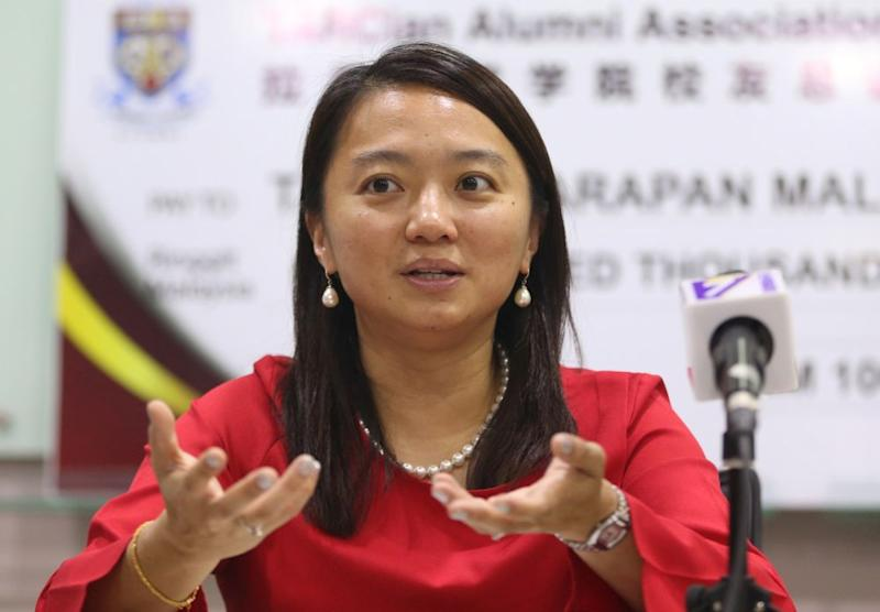 Yeoh said the backbenchers in the previous BN government failed to criticise the government of the day, adding that PH did not want to repeat the same mistake. — Picture by Razak Ghazali