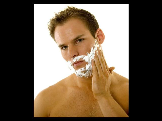 <b>5. Shaving on dry skin</b><br> This is the worst possible habit that you could indulge in. This would definitely make your skin go sore with boils. It can also lead to other harmful effects and spoil your appearance.
