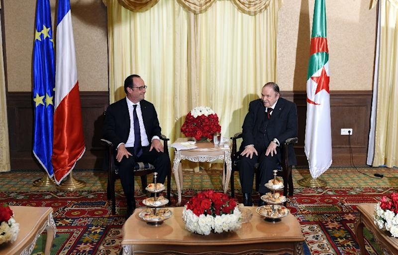 French President Francois Hollande (L) meets with his Algerian counterpart Abdelaziz Bouteflika, at the Zeralda private residence on June 15, 2015, in Algiers (AFP Photo/Alain Jocard)