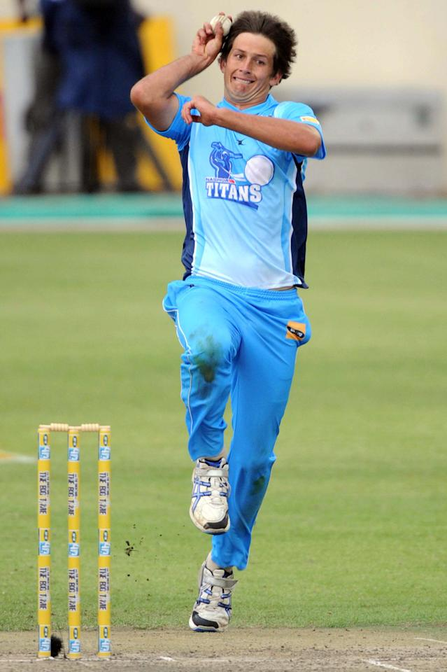 BENONI, SOUTH AFRICA - NOVEMBER 07:  CJ de Villiers in action during the MTN40 match between Nashua Titans and Chevrolet Knights at Sahara Park Willowmoore on November 07, 2010 in Benoni, South Africa.  (Photo by Lee Warren / Gallo Images / Getty Images)