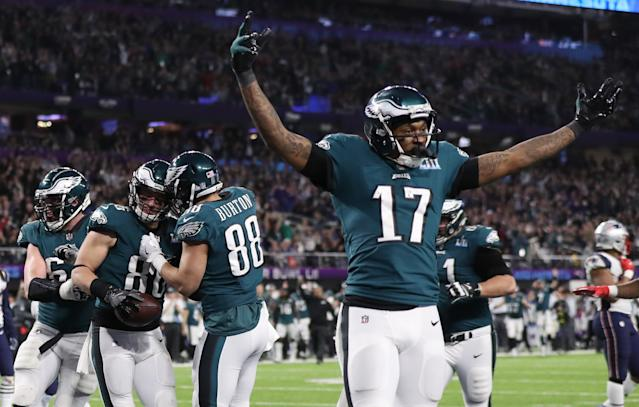 <p>Philadelphia Eagles' Zach Ertz celebrates scoring a touchdown with team mates. REUTERS/Chris Wattie </p>