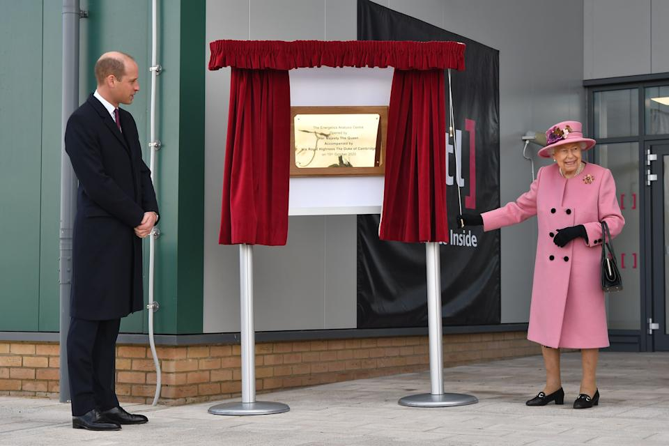 Britain's Prince William, Duke of Cambridge, (L) stands by as Britain's Queen Elizabeth II (R) unveils a plaque to officially open the new Energetics Analysis Centre at the Defence Science and Technology Laboratory (Dstl) at Porton Down science park near Salisbury, southern England, on October 15, 2020. - The Queen and the Duke of Cambridge visited the Defence Science and Technology Laboratory (Dstl) where they were to view displays of weaponry and tactics used in counter intelligence, a demonstration of a Forensic Explosives Investigation and meet staff who were involved in the Salisbury Novichok incident. Her Majesty and His Royal Highness also formally opened the new Energetics Analysis Centre. (Photo by Ben STANSALL / POOL / AFP) (Photo by BEN STANSALL/POOL/AFP via Getty Images)