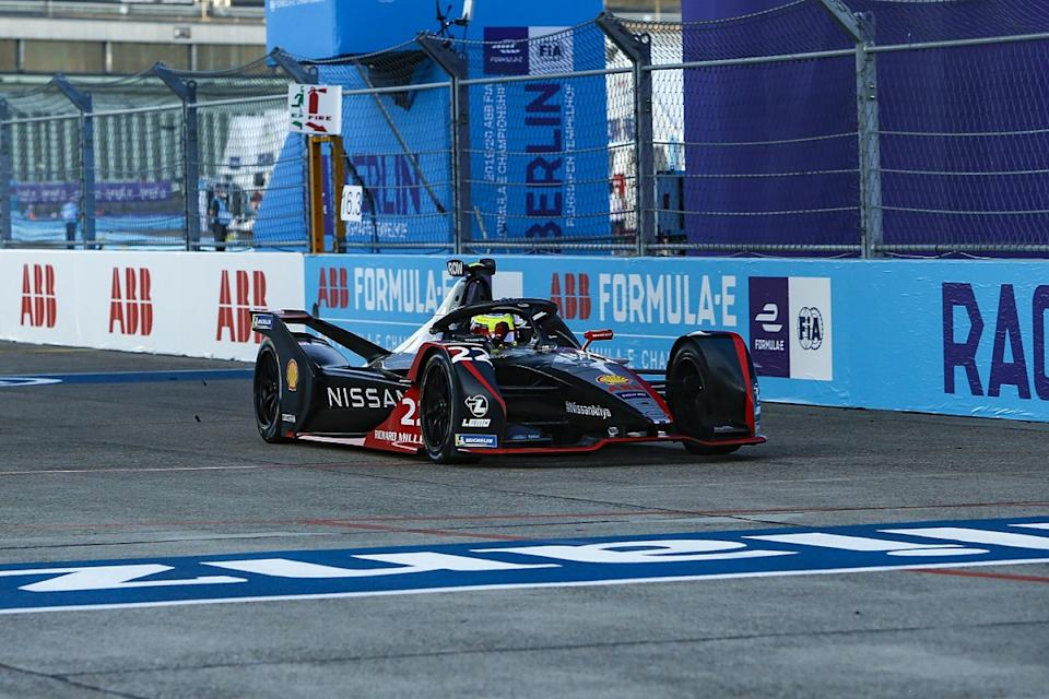 Rowland claims first FE win from pole in Berlin