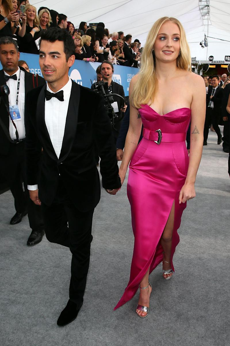 Sophie Turner and Joe Jonas arrive for the 26th Annual Screen Actors Guild Awards. (JEAN-BAPTISTE LACROIX via Getty Images)