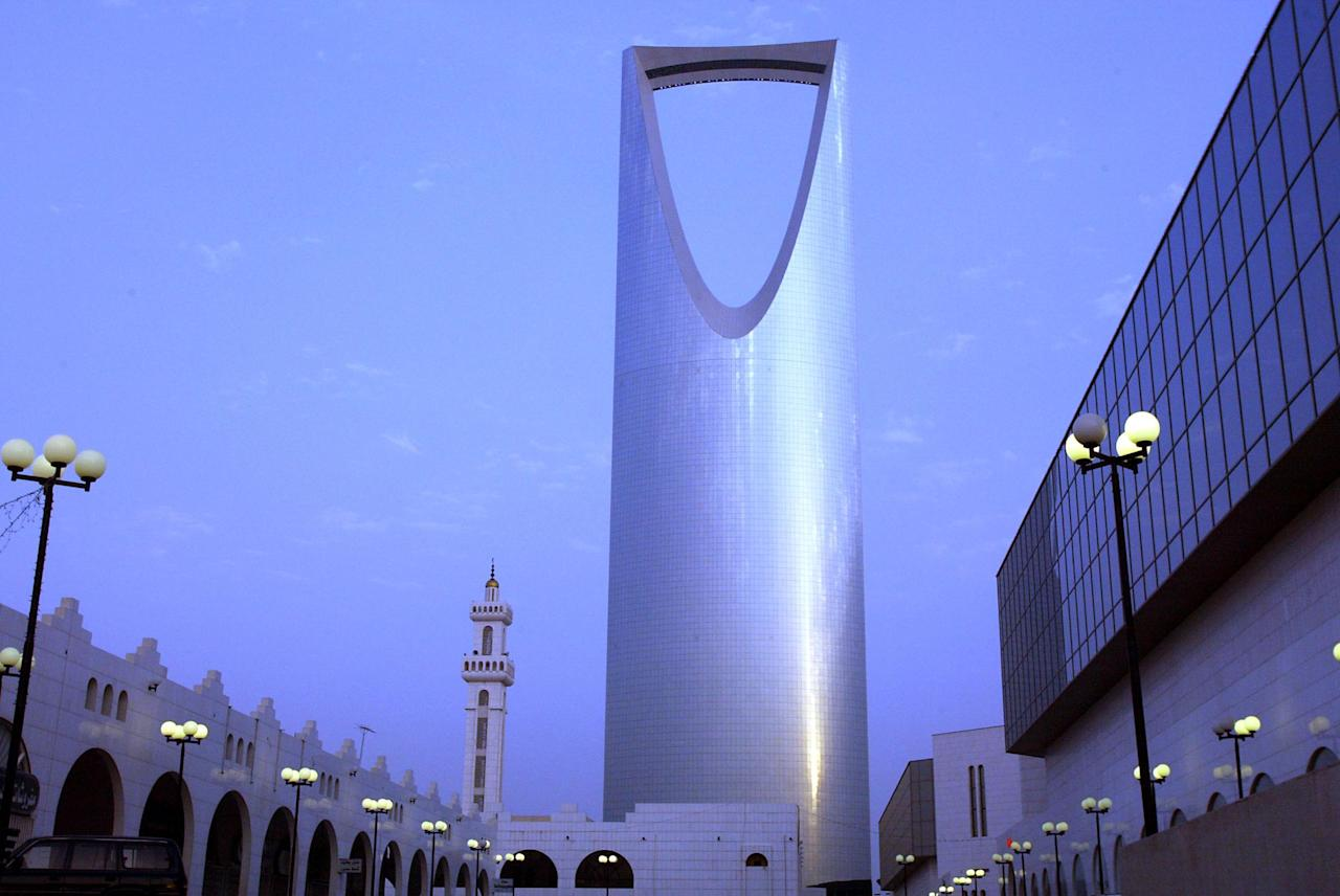 A general view shows the Kingdom Tower, a landmark of Riyadh owned by Saudi prince Walid bin Talal, 13 July 2004. A consortium including the UAE's Etisalat made the highest offer among six consortia bidding for the license for a second mobile phone operator in Saudi Arabia, putting it on course to win the license, a source in one of the consortia told AFP. AFP PHOTO/PATRICK BAZ