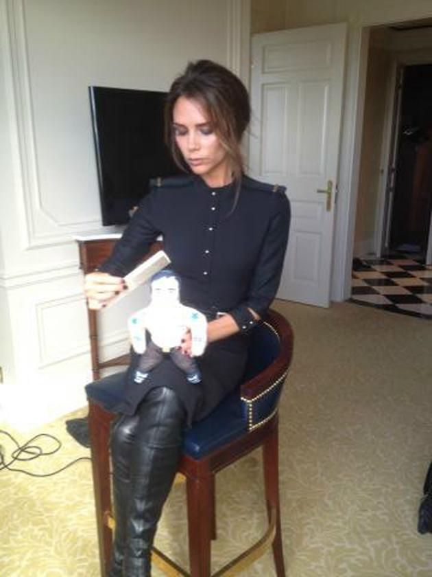"""Celebrity photos: We love Victoria Beckham's funny Twitpics, including this latest one. She tweeted this snap along with the caption: """"Getting ready for a night out with my date #musclemanmarc"""""""