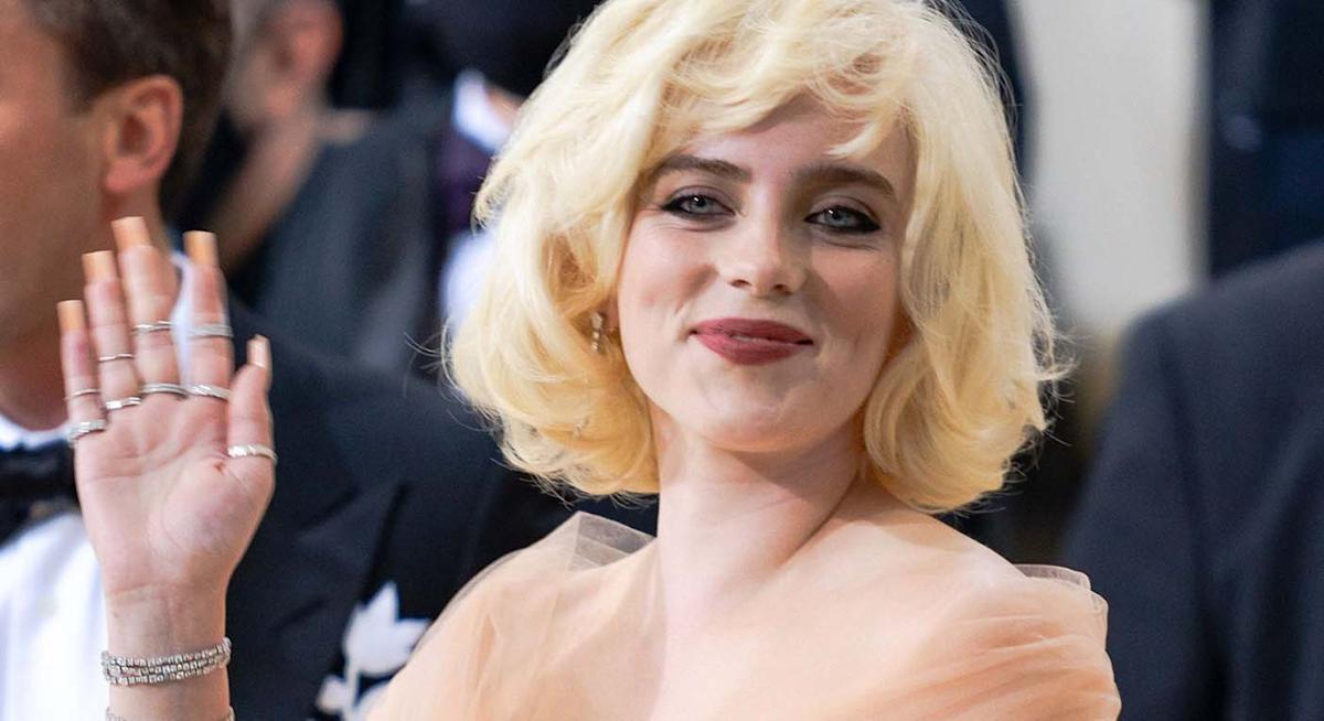 Billie Eilish's Marilyn Monroe-inspired Met Gala 2021 beauty look used these affordable products - Yahoo Entertainment