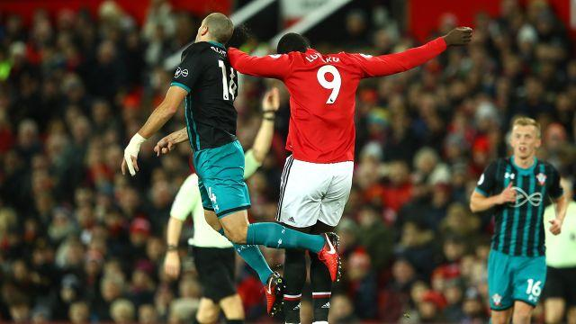 Lukaku and Hoedt clash heads. Image: Getty