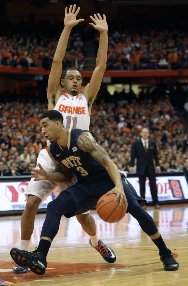 Pittsburgh's Cameron Wright (3) drives past Syracuse's Tyler Ennis during the first half of an NCAA college basketball game in Syracuse, N.Y., Saturday, Jan. 18, 2014. (AP Photo/Nick Lisi)