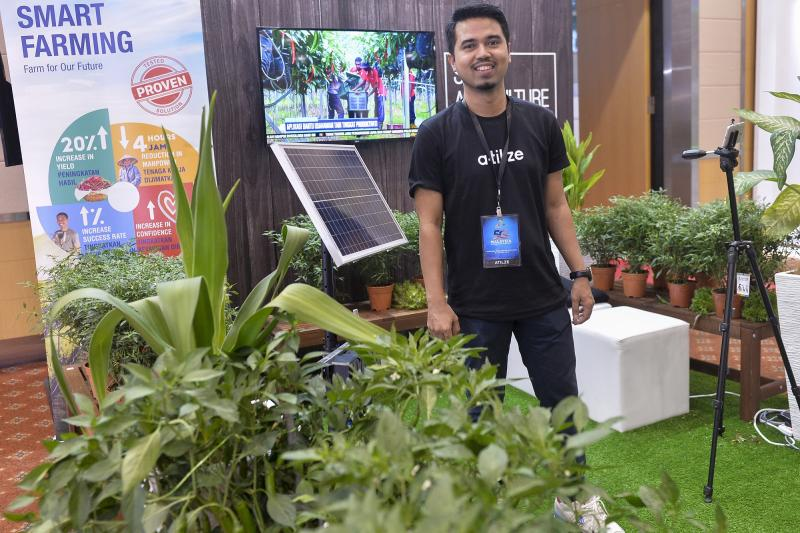 Atilze Digital product marketing manager Firdaus Rahim with the company's 5G smart agriculture technology during Malaysia's 5G network launch in Putrajaya April 18, 2019. — Picture by Mukhriz Hazim