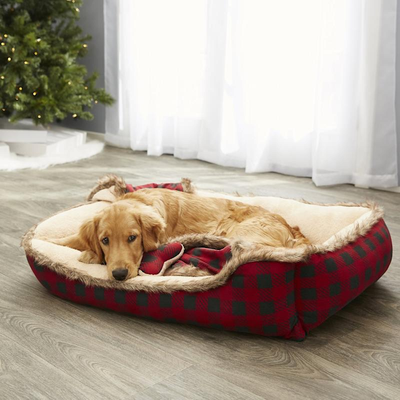 Frisco Buffalo Check Cuddler Pet Bed & Gift Set. (Photo: Chewy)