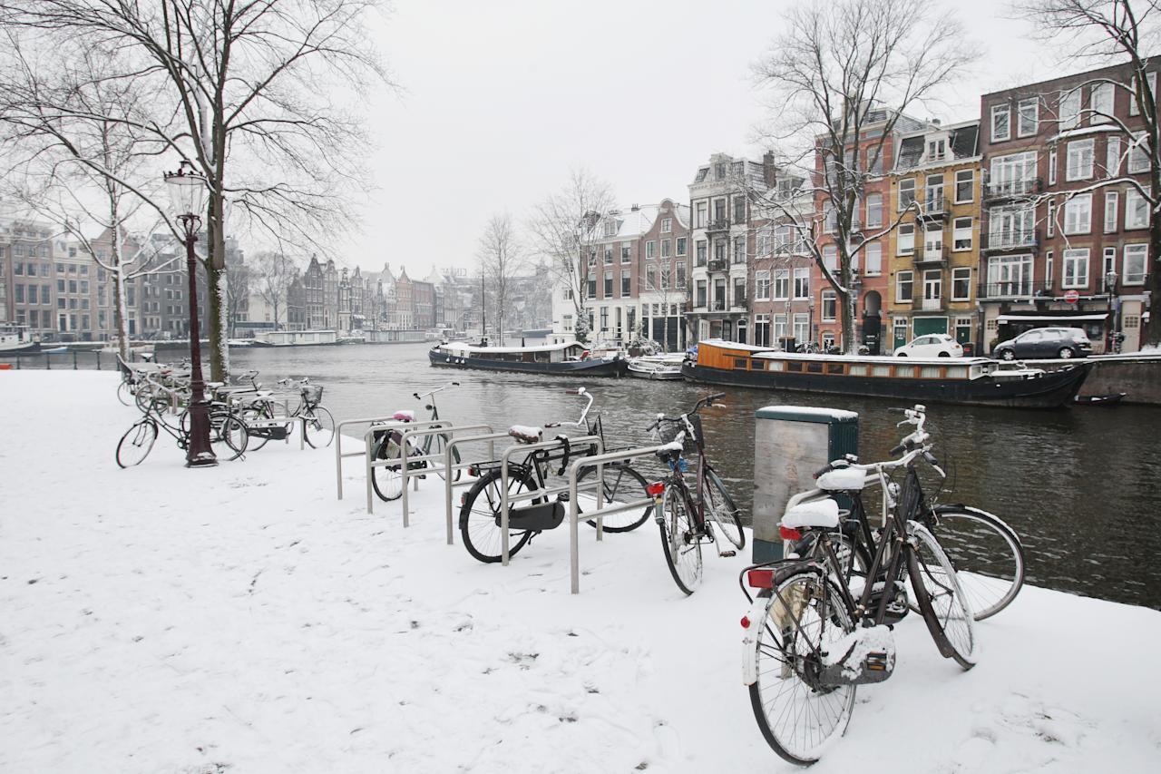 <p>Amsterdam lights up in winter. It has a festive vibe, with markets galore, and there's also plenty to do indoors on chillier days, such as visiting the Van Gogh Museum or the Rijksmuseum, home to renowned Rembrandts. Sip gluhwein beside an open fire or get the blood flowing with a cycle along the canals. [Photo: Getty] </p>