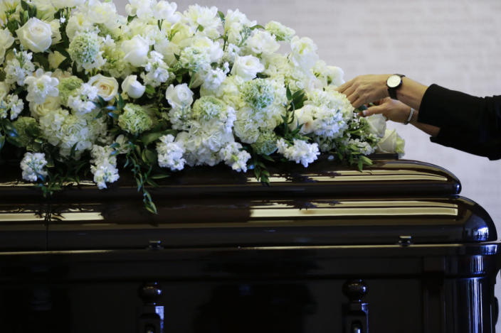 <p>Flowers are placed on the casket of Nancy Reagan at the Ronald Reagan Presidential Library.<i> (Photo: Jae C. Hong/AP)</i></p>