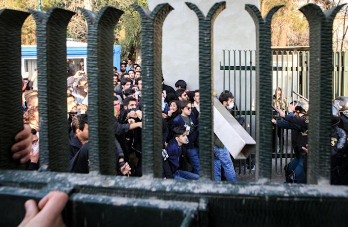 <p>Iranian students clash with riot police during an anti-government protest around the University of Tehran, Iran, Dec. 30, 2017. (Photo: STR/EPA-EFE/REX/Shutterstock) </p>