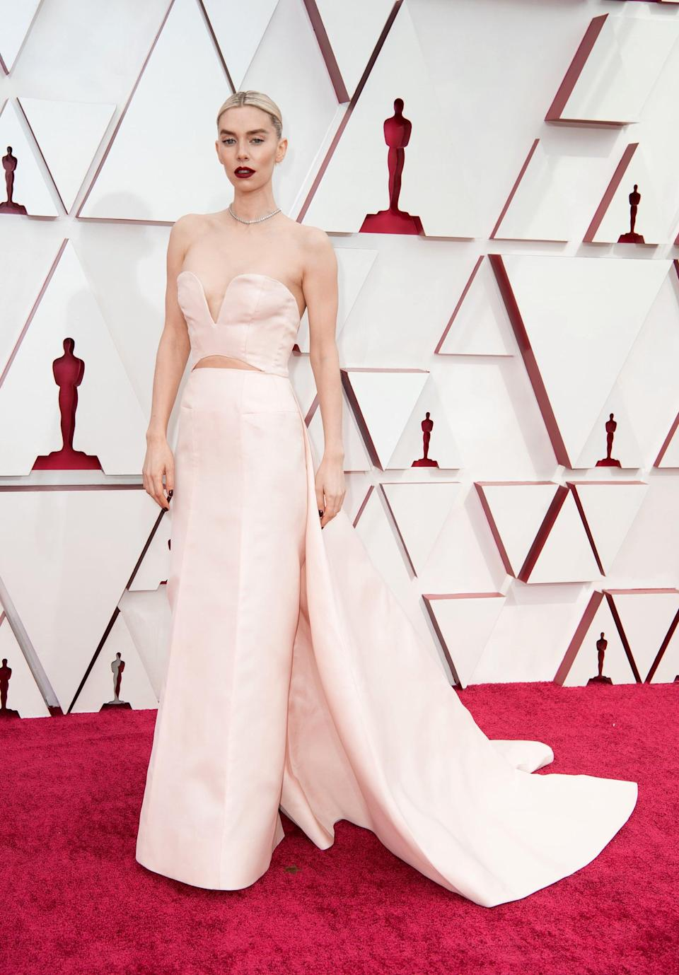 <p>Wearing a strapless light-pink Gucci gown and Cartier jewels.</p>