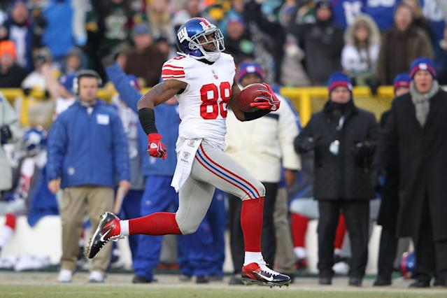 GREEN BAY, WI - JANUARY 15: Hakeem Nicks #88 of the New York Giants runs with the ball after a catch on his way to scoring a 66 yard touchdown against the Green Bay Packers during their NFC Divisional playoff game at Lambeau Field on January 15, 2012 in Green Bay, Wisconsin. (Photo by Jamie Squire/Getty Images)