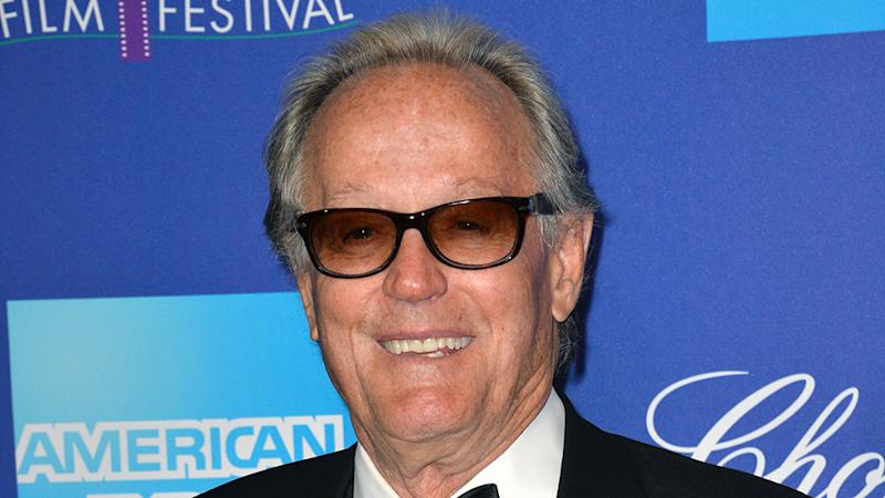 Peter Fonda Apologizes for 'Vulgar' Trump Tweet