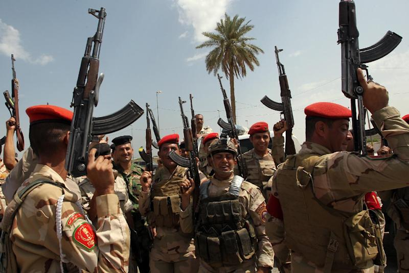 Iraqi army troops chant slogans against the Islamic State of Iraq and the Levant as they recruit volunteers to join the fight against a major offensive by the jihadist group in northern Iraq in the capital Baghdad on June 13, 2014 (AFP Photo/Ali al-Saadi)