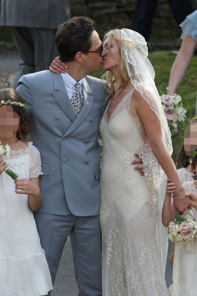 Kate-Moss-Wedding-Kiss