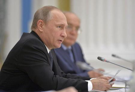 Russian President Vladimir Putin speaks during a meeting of the Lomonosov Moscow State University Supervisory Board at the Kremlin in Moscow, Russia, May 28, 2015. REUTERS/Alexei Druzhinin/RIA Novosti/Kremlin