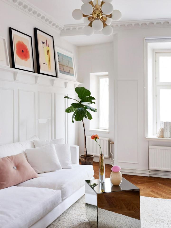 """<p>There are some things in a house you simply have to learn to live with, like an annoying <a href=""""https://www.housebeautiful.com/lifestyle/a21729153/bad-roommate-habits/"""" target=""""_blank"""">housemate</a> or bulky radiators (unless you want to endure a dramatic fallout or pricy renovation). And today we're focusing on solutions for the latter since <a href=""""https://www.housebeautiful.com/design-inspiration/g25324348/clever-hidden-tv-ideas/"""" target=""""_blank"""">covering</a> up your radiator is by far an easier obstacle to tackle. We found plenty of radiator cover ideas and examples that'll accommodate different tastes and lifestyle needs. Keep reading for eleven <a href=""""https://www.housebeautiful.com/room-decorating/g27348734/room-divider-ideas/"""" target=""""_blank"""">savvy</a> radiator decorating tricks from today's most stylish interior designers. <br></p>"""