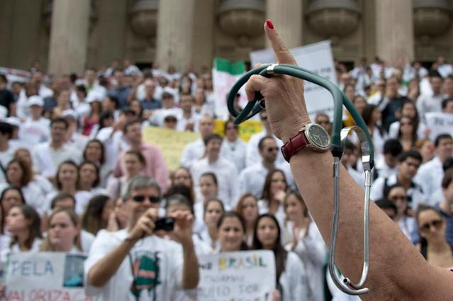 Medical and health workers protest against the working conditions in the public hospitals in Rio de Janeiro, Brazil, on July 3, 2013 (AFP Photo/Vanderlei Almeida)
