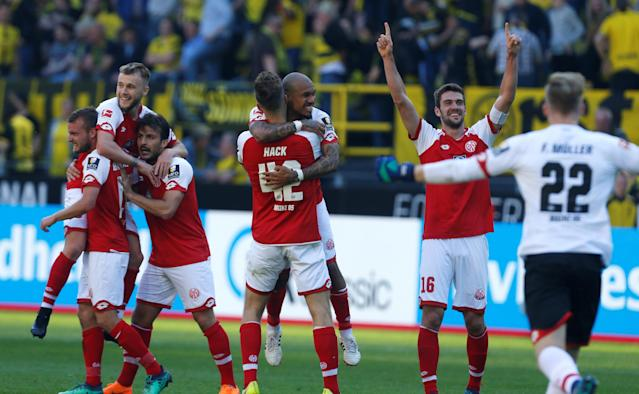 Soccer Football - Bundesliga - Borussia Dortmund vs 1.FSV Mainz 05 - Signal Iduna Park, Dortmund, Germany - May 5, 2018 Mainz players celebrate after the match REUTERS/Leon Kuegeler DFL RULES TO LIMIT THE ONLINE USAGE DURING MATCH TIME TO 15 PICTURES PER GAME. IMAGE SEQUENCES TO SIMULATE VIDEO IS NOT ALLOWED AT ANY TIME. FOR FURTHER QUERIES PLEASE CONTACT DFL DIRECTLY AT + 49 69 650050