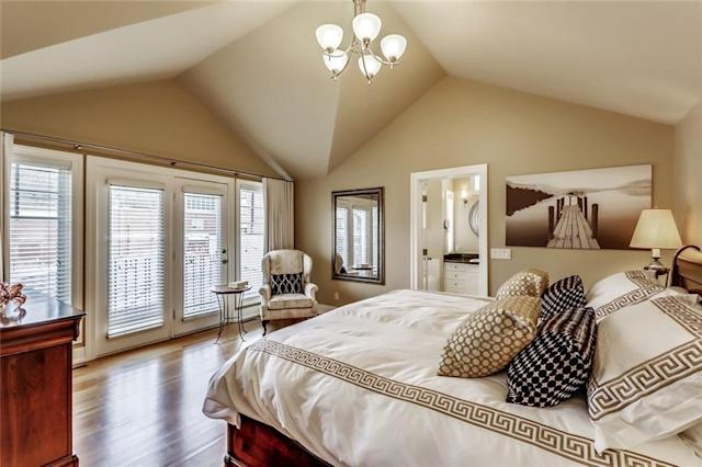 """<p><a href=""""https://www.zoocasa.com/rideau-park-calgary-ab-real-estate/5274301-811-rideau-rd-sw-rideau-park-calgary-ab-t2s0s1-c4183006"""" rel=""""nofollow noopener"""" target=""""_blank"""" data-ylk=""""slk:811 Rideau Rd. SW, Calgary, Alta."""" class=""""link rapid-noclick-resp"""">811 Rideau Rd. SW, Calgary, Alta.</a><br> There are three spacious bedrooms, each with their own bathrooms.<br> (Photo: Zoocasa) </p>"""