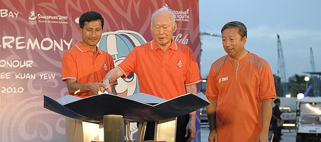 Dr Vivian Balakrishnan, Minister Mentor Lee Kuan Yew and Chairman of SYOGOC Ng Ser Miang at the YOG. (YOG file photo)