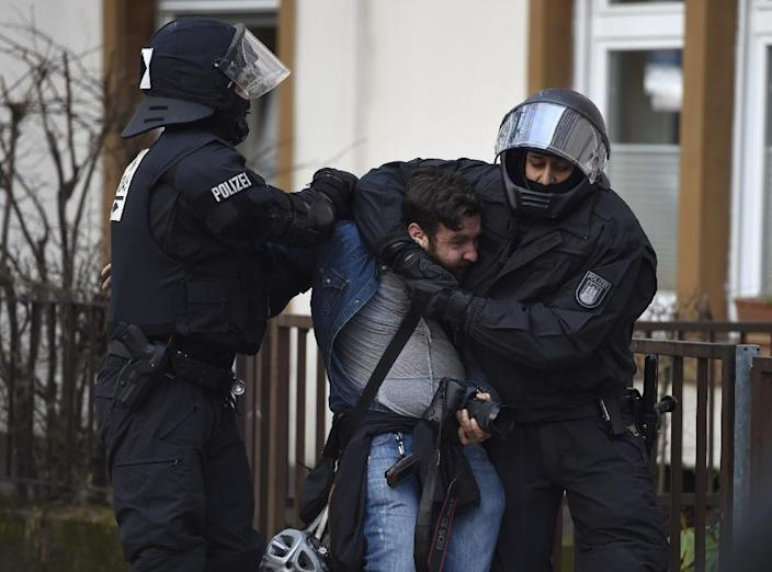 German riot police detain a photographer near the European Central Bank headquarters in Frankfurt, on March 18, 2015 (AFP Photo/Odd Andersen)