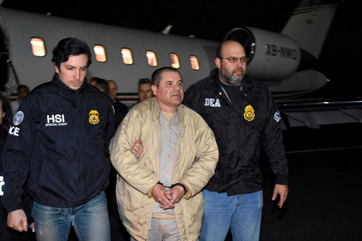"Joaquin ""El Chapo"" Guzman is escorted from a plane to a waiting caravan of SUVs in New York's Long Island on Jan. 19, 2017. (Photo: Associated Press)"