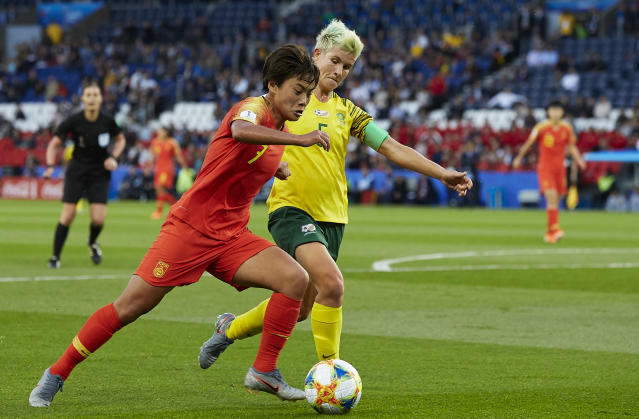 Janine Van Wyk of South Africa competes for the ball with Wang Shuang of China PR during the Cup France group B match between South Africa and China PR at Parc des Princes on June 13, 2019 in Paris, France. (Photo by Quality Sport Images/Getty Images)